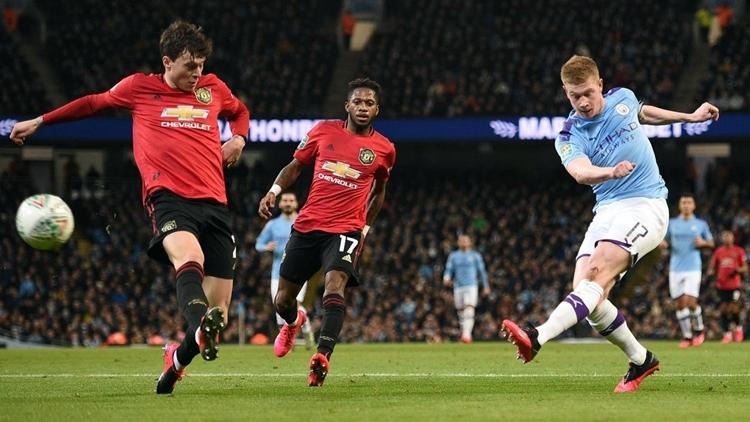 De Bruyne (phải) trong trận gặp Man Utd tối 29/1. Ảnh: AFP.