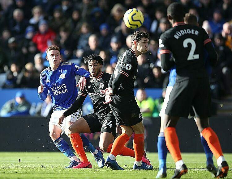 Barnes (xanh) gỡ hòa 1-1 nhưng cũng bỏ lỡ nhiều cơ hội. Ảnh: Reuters.