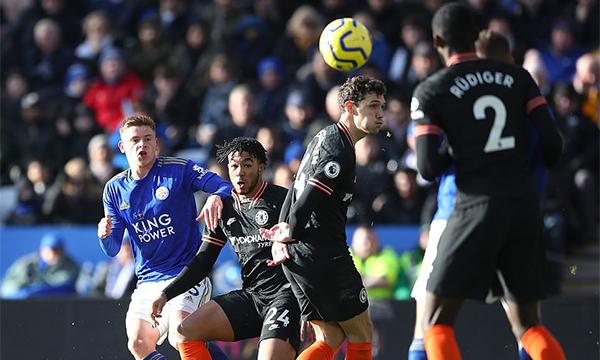 Leicester tạo ra nhiều cơ hội trong hiệp hai, nhưng chỉ ghi được hai bàn, và phải chấp nhận hoà Chelsea. Ảnh: PA.