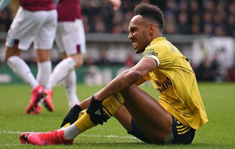 Aubameyang bỏ lỡ cơ hội ngon ăn nhất trận của Arsenal. Ảnh: AFP.