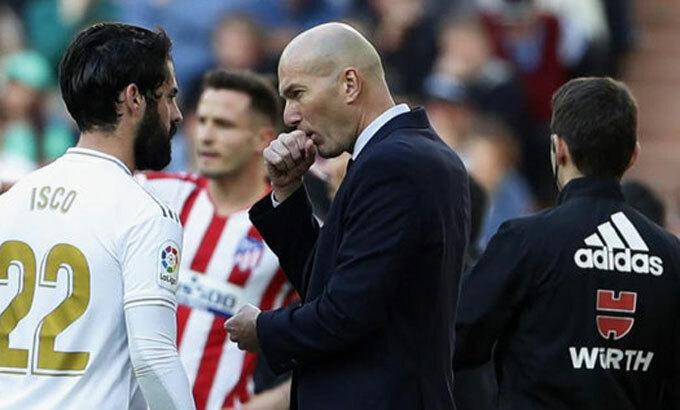 Zidane chưa thành công với sơ đồ năm tiền vệ. Ảnh: Marca