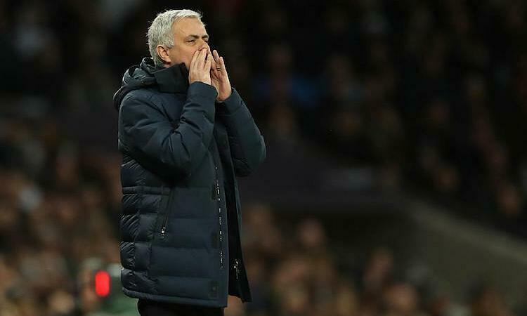 Mourinho ca ngợi học trò sau trận thắng Man City. Ảnh: Reuters.