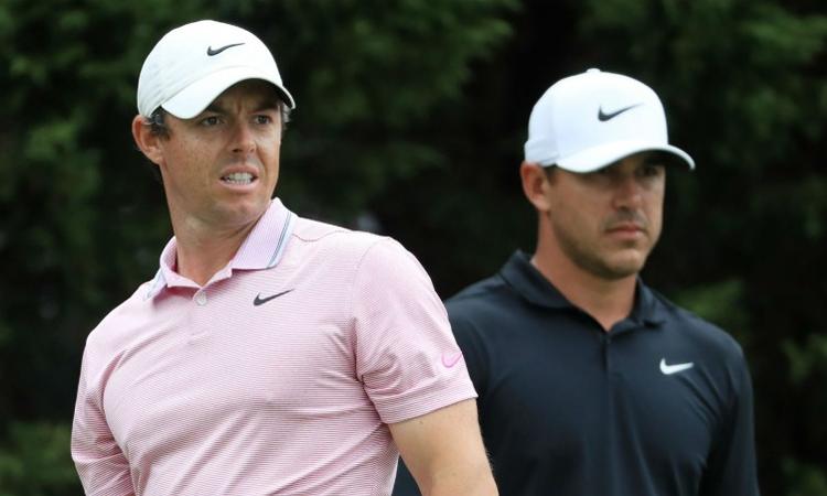 Chấn thương khiến Koepka (phải) ít thi đấu và thua thiệt trong cuộc đua tính điểm tranh ngôi số một thế giới với McIlroy (trái). Ảnh: AP.