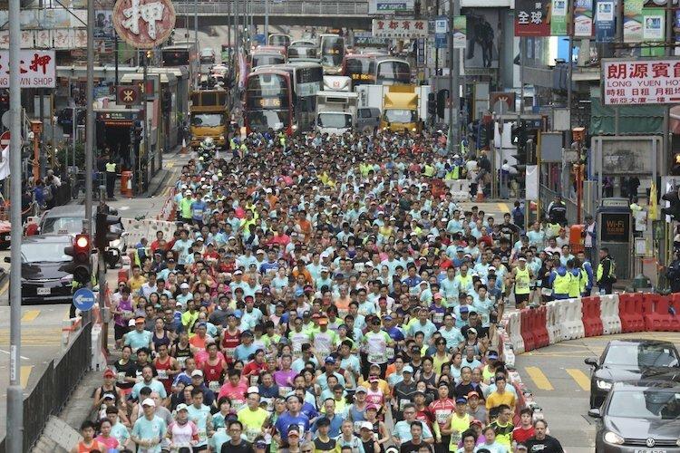 Giải chạy marathon Hong Kong 2019 thu hút hàng nghìn vận động viên tham dự.
