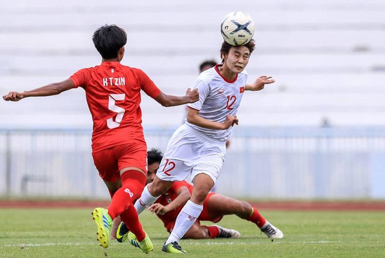 Hải Yến (số 12) từng sút tung lưới Myanmar tại AFF Cup 2019. Ảnh: VFF