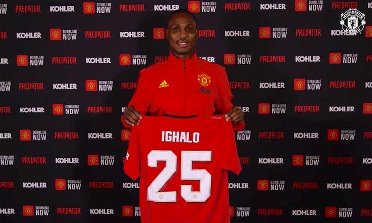 Ighalo ra mắt với số áo 25 tại đại bản doanh Carrington của Man Utd hôm 5/2. Ảnh: ManUtd.com.