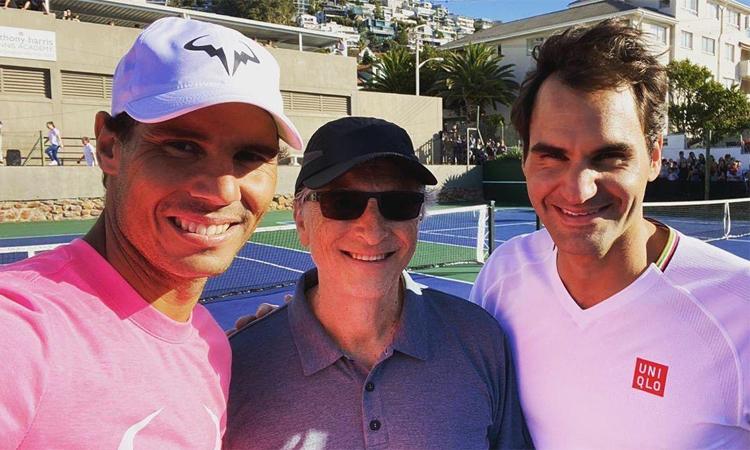 Federer đăng lên Twitter bức ảnh selfie giữ anh, Nadal và tỷ phú Bill Gates tại Cape Town vào sáng 7/2.