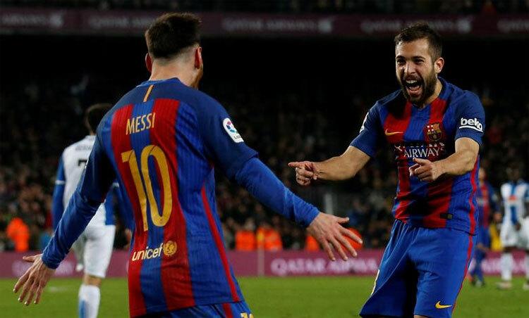 Barca đang lung lay vì những rắc rối trong và ngoài sân cỏ. Ảnh: Reuters.