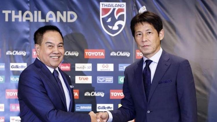 Chủ tịch Somyot (trái) lên nắm quyền từ tháng 2/2016. Ông từng là tướng quân đội Thái Lan và luôn tỏ ra quyết liệt trong việc chống tham nhũng. Ảnh: FAT.