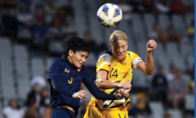 Thái Lan (áo xanh) rời vòng loại Olympic Tokyo 2020 với ba trận toàn thua. Ảnh: AFC.