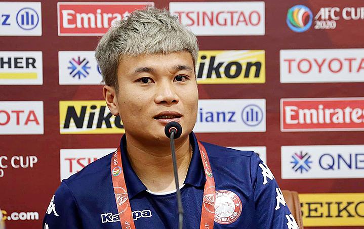 Trần Phi Sơn trong buổi họp báo trước trận đấu chiều 10/2. Ảnh: CLB TP HCM.