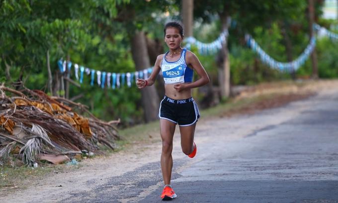 Cơ thể vận động ra sao khi chạy 42km