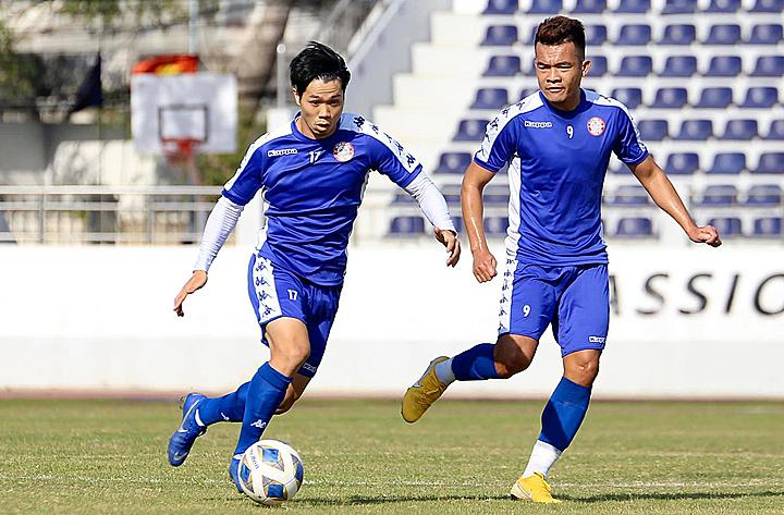 Công Phượng (17) tích cực tập luyện cho lần đầu tiên được thi đấu ở AFC Cup. Ảnh: CLB TP HCM.