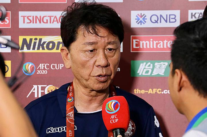 HLV Chung Hae-soung chia sẻ sau trận hoà 2-2 tối qua, 11/2. Ảnh: AFC.