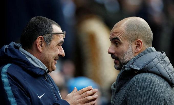 Sarri có nguy cơ mất ghế về tay Guardiola mùa tới. Ảnh: Reuters.