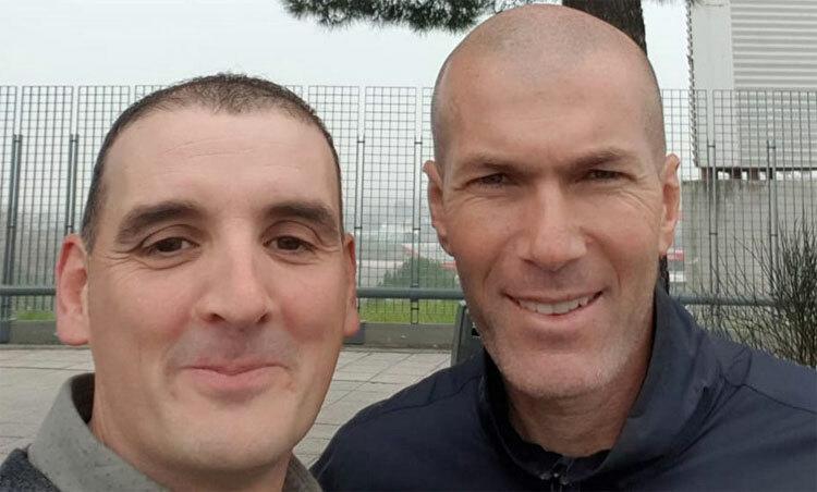Zidane đâm xe bên ngoài sân tập Real - ảnh 1