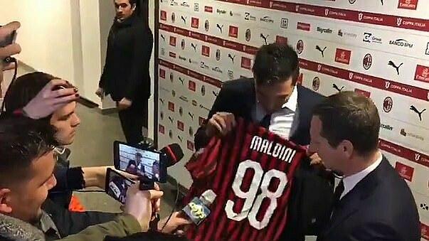 Buffon xin đổi áo với con trai Maldini - ảnh 1