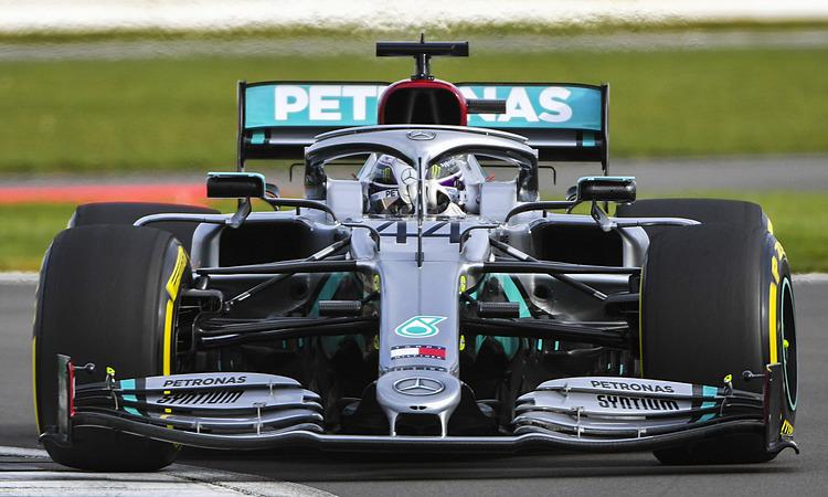 Lewis Hamilton chạy thử xe W11. Ảnh: Mercedes.