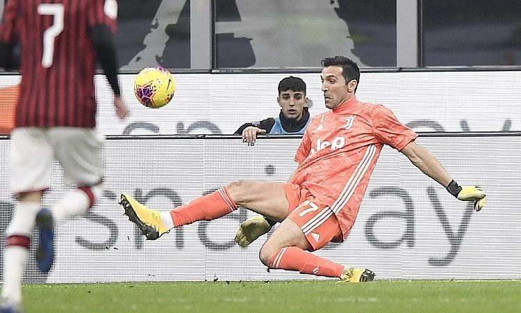 Buffon: Những cầu thủ lớn tuổi tạo ra sự khác biệt - ảnh 1