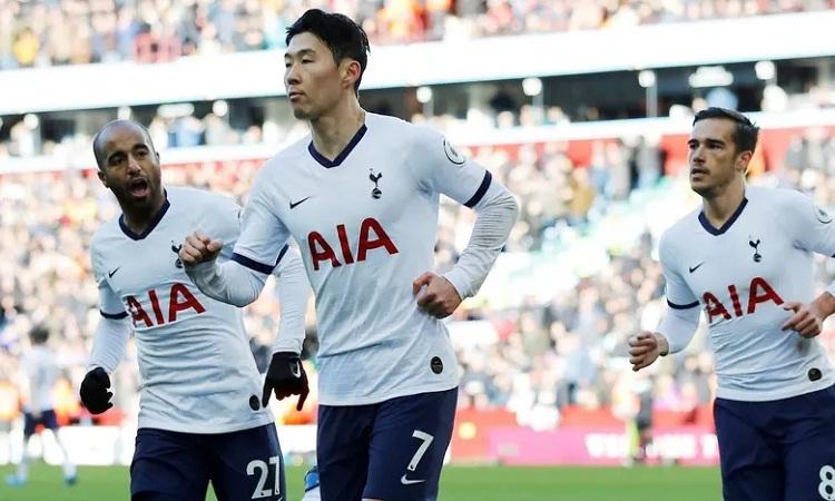 Son giải cứu Tottenham nhờ một pha chớp cơ hội xuất sắc ở cuối trận. Ảnh: Reuters.