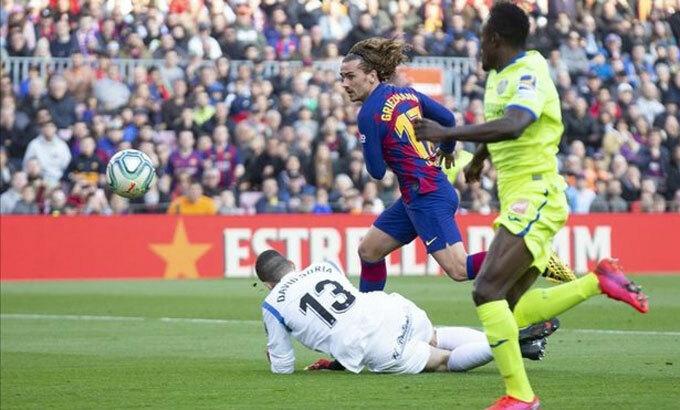 Griezmann vẩy bóng đánh bại Soria. Ảnh: DS.