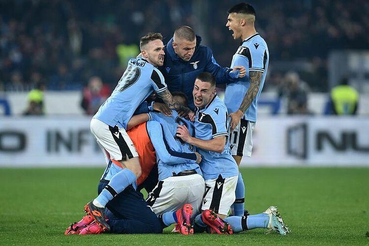 Niềm vui của Lazio sau khi leo lên nhì bảng. Ảnh: Photo news.