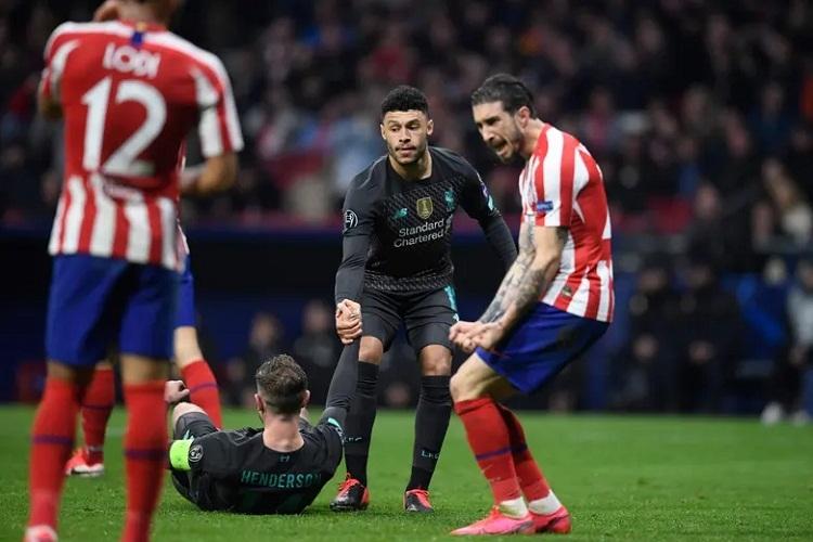 Hàng thủ Atletico đứng vững trước sức ép từ đối thủ. Ảnh: AFP.