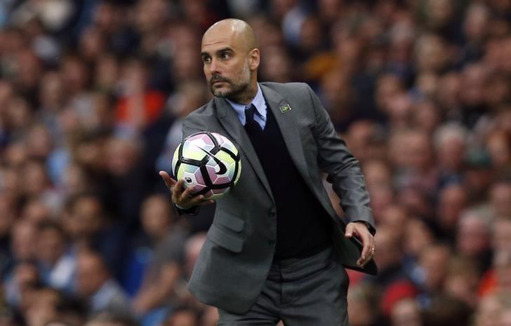 Guardiola hành xử mau lẹ và chuyên nghiệp, sau án phạt của Man City. Ảnh: Reuters.