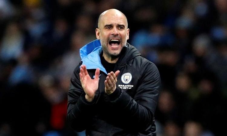 Guardiola đứng ra bảo vệ Man City, sau khi đội bóng bị cấm dự Champions League. Ảnh: Reuters.