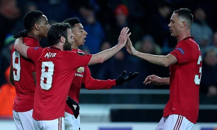 Man Utd mừng bàn thắng quan trọng trên sân khách. Ảnh: AP.