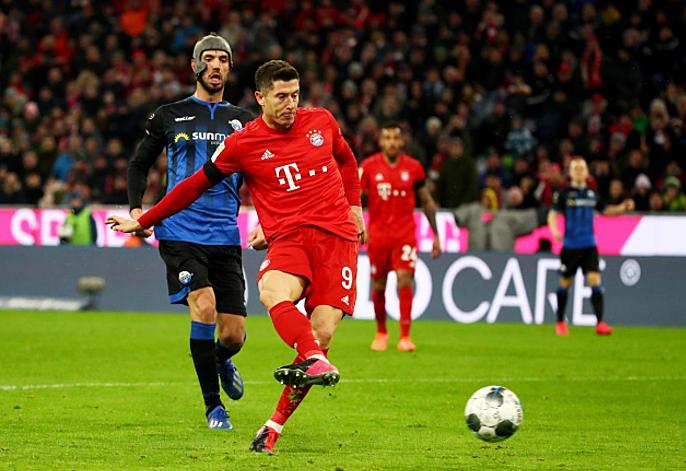 Lewandowski dẫn đầu danh sách ghi bàn Bundesliga mùa này với 25 bàn. Ảnh: Reuters.