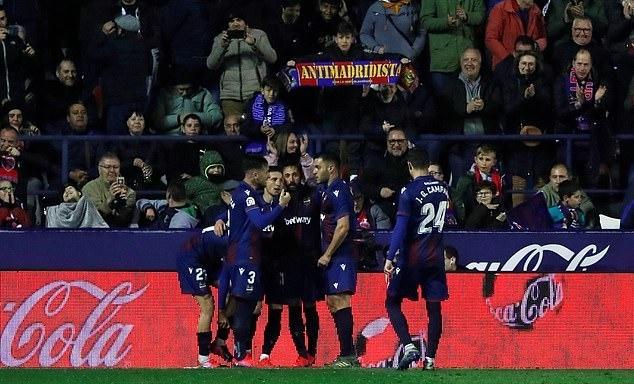 Niềm vui của cầu thủ Levante. Ảnh: Reuters.
