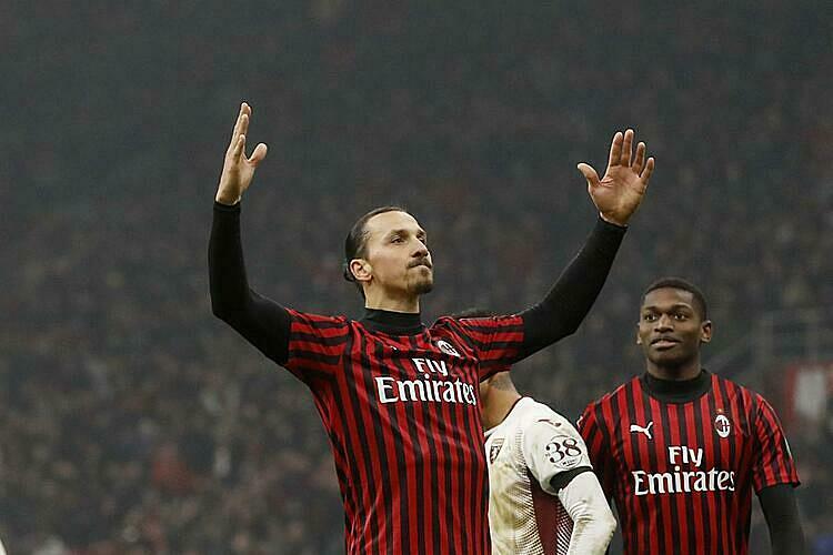 Ibrahimovic luôn ngạo nghễ và tự tin trên sân đấu. Ảnh: Valdosta.