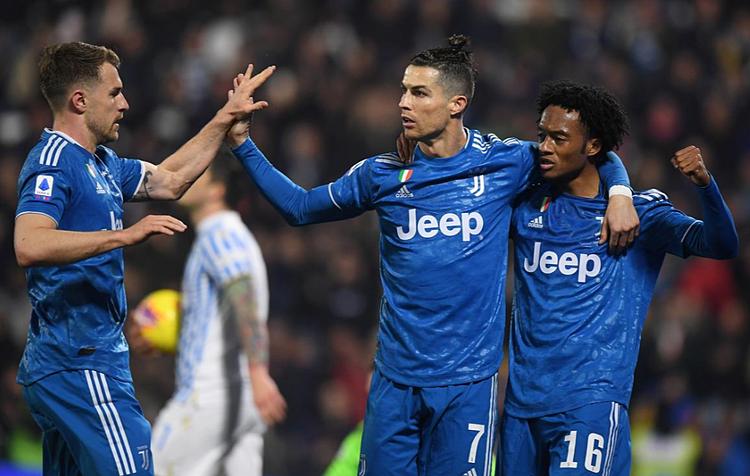 Ronaldo (số 7)lập kỷ lục ở trận thứ 1000. Ảnh: Reuters.