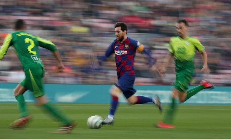 Messi bất ngờ tăng tốc trong các cuộc đua. Ảnh: Reuters.