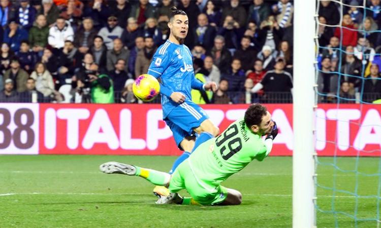 Ronaldo đang có 21 bàn tại Serie A mùa này, chỉ kém năm bàn so với người dẫn đầu danh sách ghi bàn - Ciro Immobile. Ảnh: La Presse.