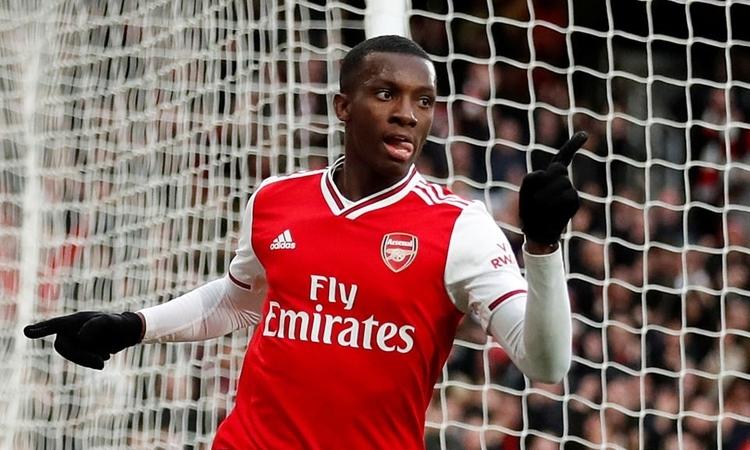 Nketiah mừng bàn gỡ 1-1 cho Arsenal. Ảnh: Reuters.