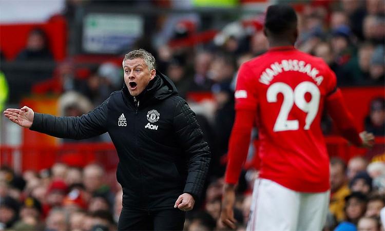 Solskjaer chỉ đạo các học trò trong trận thắng Watford hôm 23/2. Ảnh: Reuters.