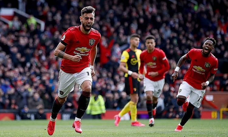 Fernandes mừng bàn đầu tiên cho Man Utd. Ảnh: PA.