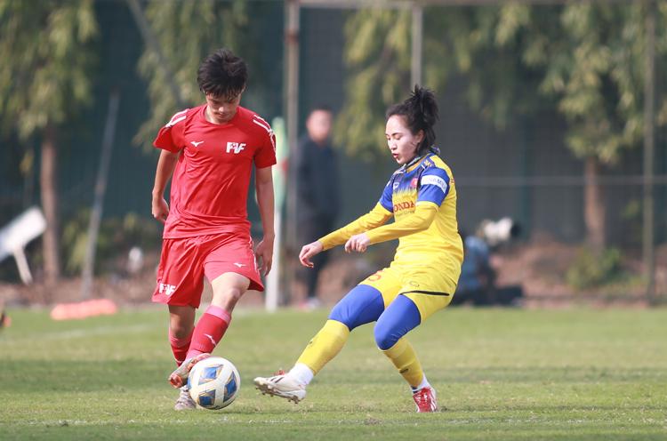 Nữ Việt Nam thua đậm U16 PVF