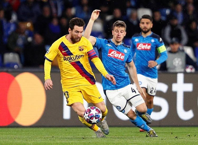 Messi chơi nỗ lực nhưng không góp công vào bàn thắng của Barca. Ảnh: Reuters.