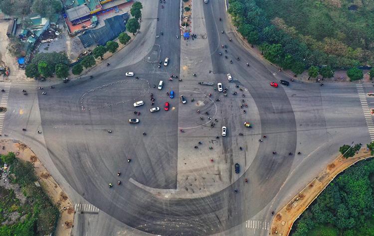 Góc cua 7, 8 nhìn từ trên cao. Đường đua F1 tại Hà Nội kết hợp những đoạn đường đua xây dựng chuyên biệt với các đoạn đường giao thông trong thành phố.