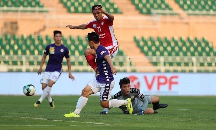 Hùng Dũng ghi dấu ấn trong hai bàn thắng của Hà Nội. Ảnh: Đức Đồng.