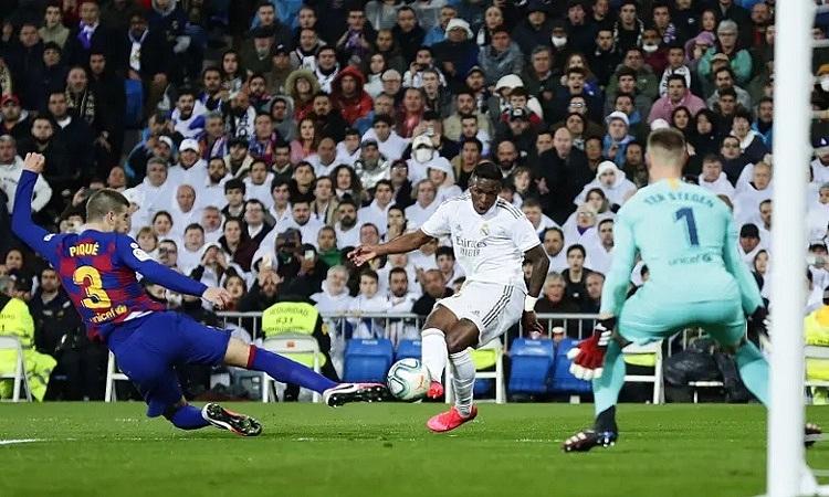 Vinicius mở tỷ số cho Real sau nhiều lần bỏ lỡ cơ hội. Ảnh: AP.