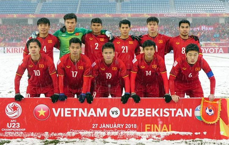 Đội hình Việt Nam trong trận chung kết U23 châu Á năm 2018. Thủ môn Bùi Tiến Dũng, tiền vệ Phạm Đức Huy, trung vệ Bùi Tiến Dũng và tiền đạo Nguyễn Công Phượng là những người may mắn chưa phải trải qua chấn thương nghiêm trọng.