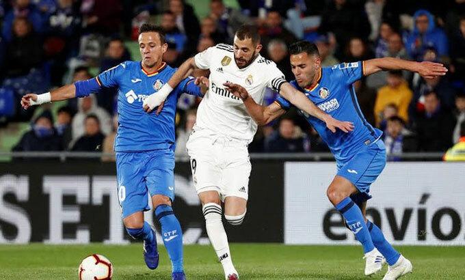 Những đội như Getafe (áo xanh) đang trở thành thế lực khó lường tại La Liga. Ảnh: Reuters.