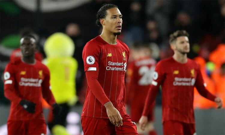Liverpool kết thúc mạch bất bại bằng trận thua thảm. Ảnh: Reuters.