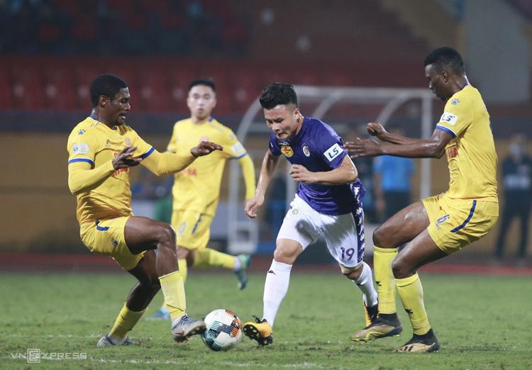 Quang Hải chưa để lại được dấu ấn trong trận Hà Nội thắng Nam Định 4-2 ngày 7/3. Ảnh: Lâm Thoả