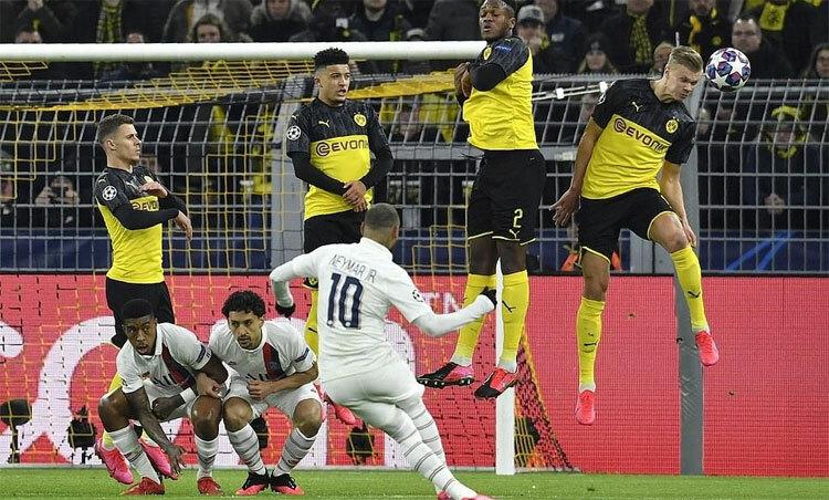 Neyma và đồng đội cần vượt khó trước Dortmund. Ảnh: Reuters.