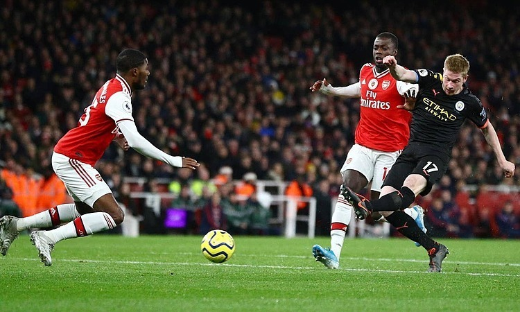 Arsenal (áo đỏ) thua đội khách Man City 0-3 ở giai đoạn một mùa này. Ảnh: Reuters.